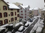 In der Nacht von Samstag auf Sonntag hat der Winter nicht nur auf den Hügeln, sondern auch in der Talsohle der Stadt St.Gallen zugeschlagen. Im Bild die Metallstrasse im Lachen-Quartier. (Bild: Reto Voneschen - 5. Mai 2019)