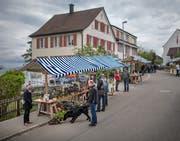 Wer am Samstag über den Maimarkt in Wittenbach flanierte, brauchte eine dicke Jacke. (Bild: Benjamin Manser)