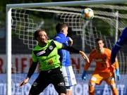 Luganos Torschütze Alexander Gerndt (links) im Zweikampf mit Luzerns Innenverteidiger Olivier Custodio (Bild: Keystone/SAMUEL GOLAY)