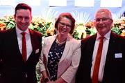 Marcel Bischofberger, Jolanda Eichenberger und Ernst Züblin schauen positiv in die Zukunft der Raiffeisenbank Mittelthurgau. (Bild:Werner Lenzin)