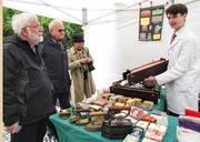 Vasco Hebel präsentierte Utensilien und Produkte aus seinem St. Galler Seifenmuseum.