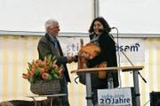 Lebte für seine Stiftung: Martin Grob freut sich sichtlich über das Abschiedsgeschenk, einen gepackten Rucksack. (Bild: PAG)