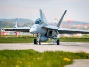 Ein F/A-18-Super-Hornet-Kampfjet des US-Herstellers Boeing beim Flugtest in Payerne VD Ende April. (Bild: KEYSTONE/VALENTIN FLAURAUD)