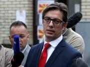 Der von den regierenden Sozialdemokraten unterstützte Stevo Pendarovski wird Präsident von Nordmazedonien. (Bild: KEYSTONE/AP/BORIS GRDANOSKI)
