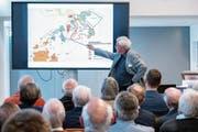 Der Wattwiler Hans Büchler erzählte am Workshop von Jost Bürgi und seiner Zeit. (Bild: Sascha Erni)