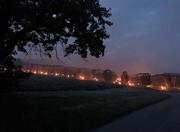 Mit dem Einsatz von sogenannten Frostkerzen versuchen Obstbauern ihre Pflanzungen vor den kalten Temperaturen zu schützen. (Bild: Guido Bösch, Grosswangen, 6. Mai 2019, 5.29 Uhr)