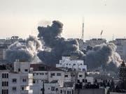 Die im Gazastreifen regierende Hamas und die mit ihr verbündete Gruppe Islamischer Dschihad haben sich nach Angaben von Verhandlungsteilnehmern auf einen Waffenstillstand mit Israel verständigt. (Bild: KEYSTONE/EPA/MOHAMMED SABER)