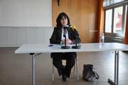 Schulpräsidentin Nathalie Wasserfallen bestreitet die Medienkonferenz allein. (Bild: Sabrina Bächi)