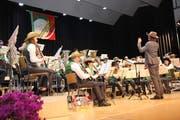 Die Musikgesellschaft Mosnang trat zum ersten Mal unter der Leitung von Adrian Pohl auf. (Bild: Cecilia Hess-Lombriser)