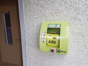 Der Defibrillator am Haus an der Hauptstrasse 76 in Eschenz. (Bild: PD)