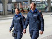 Zwölf Kantonspolizeien sowie Stadt- und Gemeindepolizeien beschaffen gemeinsam eine neue Arbeitsuniform. (Bild: Kantonspolizei Zürich)