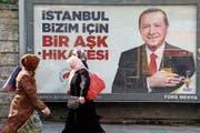 Wahlplakat der Regierungspartei AKP von Recep Tayyip Erdogan in Istanbul. (Bild: Miguel Angel Sanchez/Bloomberg (28. März 2019))