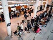 Billigst-Flugtickets sind nach Ansicht des Lufthansa-Präsidenten ökonomisch und ökologisch unverantwortlich. (Bild: KEYSTONE/EPA RITZAU SCANPIX/PHILIP DAVALI)