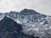 Wie formen Gletscher die typische alpine Landschaft? Mithilfe kosmischer Teilchen können Forschende unter den Eigergletscher blicken. (Bild: KEYSTONE/GAETAN BALLY)