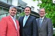 Urs Majer, abtretender Präsident des Ostschweizer Hotellerieverbands, Alexandre Spatz, der neue Präsident, Regierungsrat Walter Schönholzer. (Bild: Max Eichenberger)