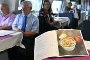 Ein veganes Menü im Speisenwagen? Die SBB tun sich schwer damit. In der neuen Karte gibts immerhin vegetarische Gerichte. (Bild: KEY)
