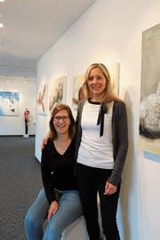 Simone Egloff (links) und Barbara Böhi, Mitglieder der Galeriekommission. (Bild: Tobias Söldi)