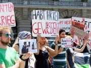 Kundgebung im Sommer 2018 in Bern gegen den Export von Waffen in Bürgerkriegsländer. (Bild: KEYSTONE/ANTHONY ANEX)