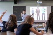Der Unterricht in der Klasse ist nur ein Teil der Arbeit (Bild: Keystone, Glarus, 8. Mai 2018)