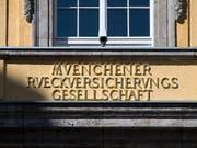 Höhere Katastrophenschäden haben dem weltgrössten Rückversicherer Munich Re zum Jahresstart einen deutlichen Gewinnrückgang eingebrockt. (Bild: KEYSTONE/EPA/LUKAS BARTH-TUTTAS)