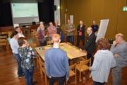 In Gruppen diskutierten die Forum-Teilnehmenden über die anzustrebende Entwicklung der Gemeinde Wartau. Dabei wurden Impulse für die zu erarbeitende Strategie gesetzt. (Bild: pd)