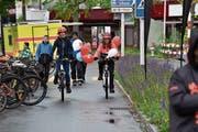 Sie trotzten zusammen mit 5000 Velofahrerinnen und Velofahrern der Regen und der Kälte beim Slow-up 2019. (Bild: Heini Schwendener)