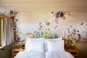 Rustikal, ganz in weiss oder floral, mit minimalistisch gehaltenem Mobiliar und dezenter Dekoration. (Bild: Urs Bucher)