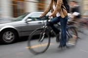 Velos im Stadtverkehr: Der VCS kritisiert, dass St.Gallen das Potenzial des Zweirads nicht ausnutzt, weil eine konsequente Velopolitik und Veloförderung fehlt. (Bild: Yoshiko Kusano/KEY)