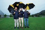 Ein eingespieltes Trio: TK-Chef Urs Buob (Mitte) mit Arsim Memeti (links) und Claudio Cennamo (rechts). (Bild: Stefan Kaiser (Baar, 8. Mai 2019))