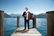 Die Musik ist die Verbindung zur «alten Heimat»: der Schweiz-Kanadier Emmanuel Gasser. Bild: Roger Grütter (Weggis, 31. Mai 2019)