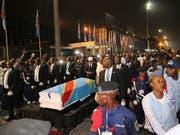 Im Kongo haben Tausende dem langjährigen Oppositionsführer des Landes, Etienne Tshisekedi, am Samstag die letzte Ehre erwiesen. (Bild: KEYSTONE/AP/JOHN BOMPENGO)