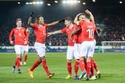 Die Schweizer Nati feiert den Sieg gegen Belgien in der Nations League im vergangenen November. (Bild: KEYSTONE/Ennio Leanza, 18. November 2018)