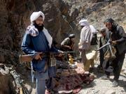 Eine Gruppe von Taliban-Kämpfern in der westafghanischen Provinz Herat (Aufnahme vom Mai 2016). (Bild: KEYSTONE/AP/ALLAUDDIN KHAN)