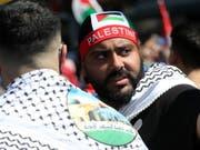 Klare Botschaft am Al-Kuds-Tag in Berlin: Jerusalem soll von Israel zurückerobert werden (Bild: KEYSTONE/EPA/FELIPE TRUEBA)