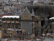 Der Alltag kehrt langsam ein in der Notre-Dame in Paris. Nächstes Wochenende soll die erste Messe seit dem Brand stattfinden. (Bild: KEYSTONE/AP/FRANCOIS MORI)