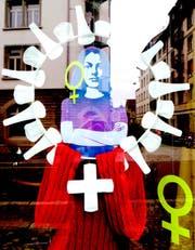 Der Frauenstreik - und eine Spiegelung der Nachbarschaft des Ladenlokals - im Schaufenster des Basar bizarr an der Linsebühlstrasse 76. (Bild: PD - 9. Juni 2019)