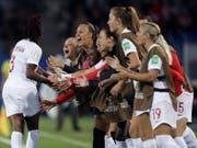In Genf gibt es eine Fanzone für die Halbfinal- und Finalspiele der Frauenfussball-WM. Am Montag besiegte Kanada im französischen Montpellier Kamerun. (Bild: KEYSTONE/AP/CLAUDE PARIS)