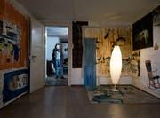 Rahel Scheurer zeigt ihre Arbeiten im oberen Stock des alten Portierhäuschens. (Bild: Stefan Kaiser, Cham, 11. Juni 2019)