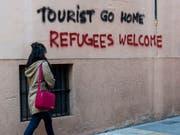 Massentourismus nicht willkommen: Die Botschaft an einer Hauswand in der Innenstadt von Palma de Mallorca spricht eine deutliche Sprache (Aufnahme vom April 2016). (Bild: KEYSTONE/EPA EFE/CATI CLADERA)