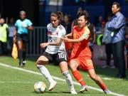 Ausfall auf unbestimmte Zeit: Spielmacherin Dszenifer Marozsan zog sich im WM-Auftaktspiel von Deutschland gegen China (1:0) einen Bruch des mittleren Zehs am linken Fuss zu (Bild: KEYSTONE/EPA/EDDY LEMAISTRE)