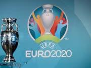 Die Europameisterschaft 2020 wird vom 12. Juni bis 12. Juli in zwölf verschiedenen Städten ausgetragen. Ab Mittwoch können bei der UEFA Tickets erworben werden (Bild: KEYSTONE/AP/MATTHIAS SCHRADER)