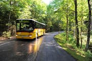 Ein Postauto unterwegs über die Panoramastrecke zwischen Giswil und Sörenberg. Auch auf der Passstrasse zwischen Entlebuch und Sarnen verkehrt es diesen Sommer wieder. (Bild: Nadia Schärli)