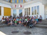 Schüler der 5. und 6. Klassen aus Amsteg, Bristen und Silenen bei der Schulverlegung in Einsiedeln. (Bild: PD)