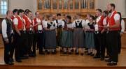 Das Bergbluemechörli Hemberg unter der Leitung von Rita Klaus sorgte in der vollbesetzten Kirche von Beginn weg für beste Stimmung. (Bild: Peter Jenni)