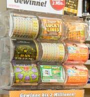 Ein Ständer mit Losen in einem Kiosk. (Symbolbild: Reto Martin - 26. Januar 2016)