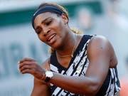 Sorgte in Paris für einen Eklat: Nach ihrem frühen Aus am French Open wollte Serena Williams das Ende der Pressekonferenz von Dominic Thiem nicht abwarten (Bild: KEYSTONE/AP/CHRISTOPHE ENA)