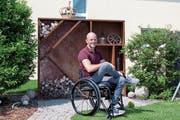 Cornel Villiger in seinem Garten. (Bild: Verena Schmidtke)