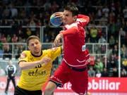So dynamisch soll es mit der EM-Qualifikation klappen: Bundesliga-Star Andy Schmid setzt sich gegen Belgien energisch durch (Bild: KEYSTONE/CHRISTIAN MERZ)