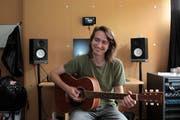 Matteo Gisler in seinem Studio in einer Baracke auf dem MSA-Gelände in Altdorf. (Bild: Florian Arnold, Altdorf, 8. Juni 2019)