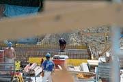 Im Zuger Baugewerbe wurden 2018 besonders oft Kontrollen gegen Schwarzarbeit durchgeführt. (Symbolbild: Stefan Kaiser, 8. Juni 2013)
